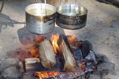 Outdoor Cooking: Garen über offenem Feuer